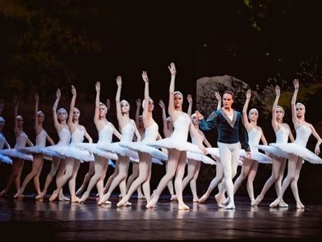Viet Tu boc bach ve bai toan san khau bieu dien ballet o Viet Nam - Anh 1