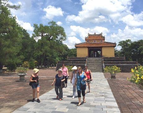 Viet Nam co the thu hut 9,7 trieu luot khach quoc te nam 2016 - Anh 1