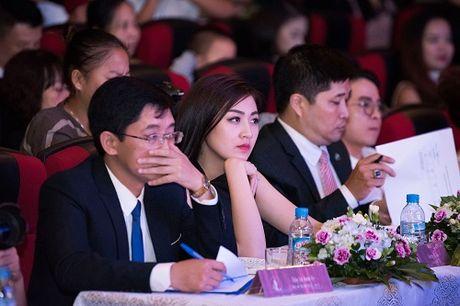 Nguoi dep hoc gioi nhat HHVN 'do sac' A hau Tu Anh - Anh 4