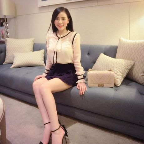 Co gai Viet dang duoc dan mang TQ san lung la ai? - Anh 3