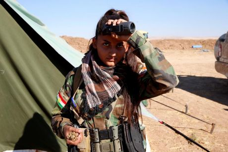 Nhung bong hong nguoi Kurd tren chien truong danh IS o Mosul - Anh 10