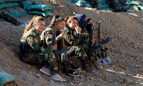 Nhung bong hong nguoi Kurd tren chien truong danh IS o Mosul - Anh 11