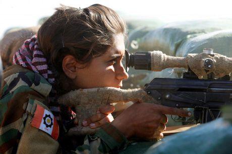 Nhung bong hong nguoi Kurd tren chien truong danh IS o Mosul - Anh 2