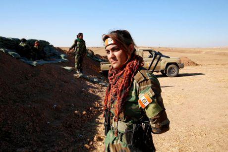 Nhung bong hong nguoi Kurd tren chien truong danh IS o Mosul - Anh 3