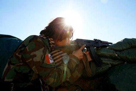 Nhung bong hong nguoi Kurd tren chien truong danh IS o Mosul - Anh 7