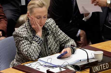 Vu 'E-mailgate' triet tieu the thuong phong cua ba Clinton - Anh 1