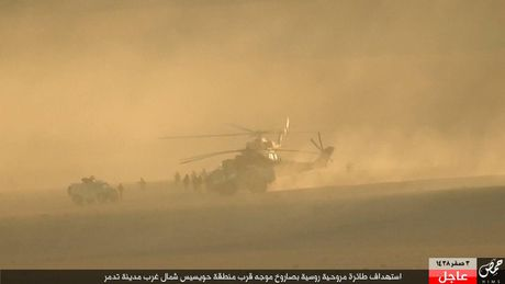 Khoanh khac thot tim truc thang Mi-35M Nga bi ban o Syria - Anh 2