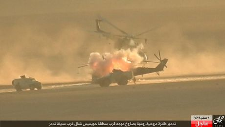 Khoanh khac thot tim truc thang Mi-35M Nga bi ban o Syria - Anh 4