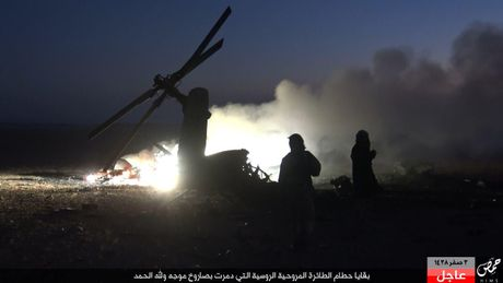 Khoanh khac thot tim truc thang Mi-35M Nga bi ban o Syria - Anh 8