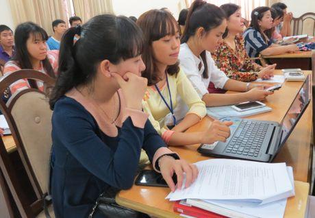 Hon 50 de tai tham du Hoi nghi khoa hoc tre Truong DHSP Hue nam 2016 - Anh 2