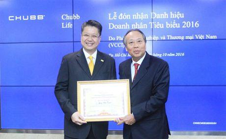 Dai dien Chubb Life Viet Nam duoc vinh danh Doanh nhan tieu bieu 2016 - Anh 1