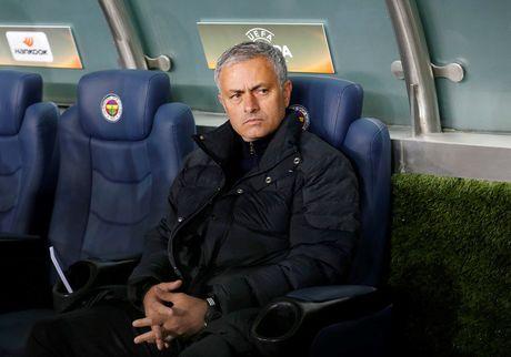 M.U thua dau truoc Fenerbahce, Mourinho mang hoc tro khong thuong tiec - Anh 1