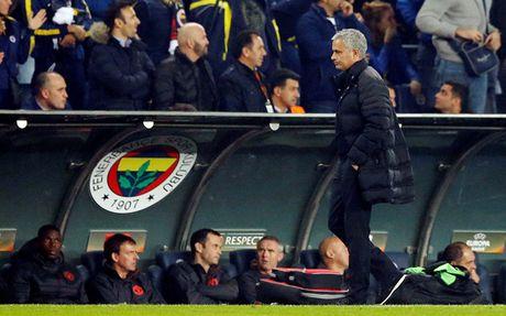 'M.U se con phai chiu them 2 nam dau kho voi Mourinho' - Anh 1