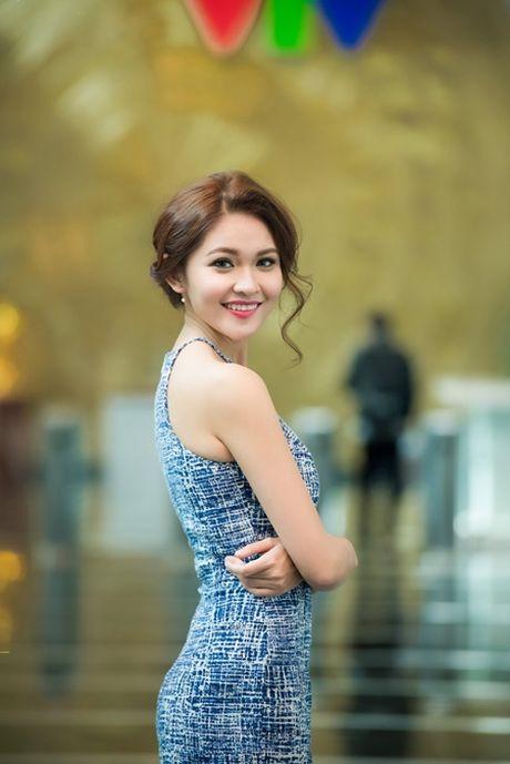 A hau Thuy Dung lan dau khoe tai ca hat, hoi hoa tren truyen hinh - Anh 2