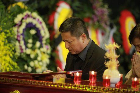 Roi nuoc mat voi hinh anh trong dam tang Pham Bang - Anh 14