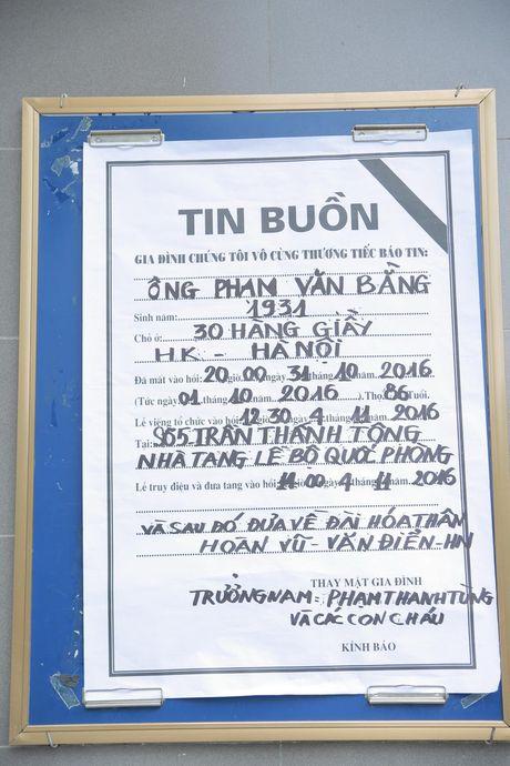 Roi nuoc mat voi hinh anh trong dam tang Pham Bang - Anh 2