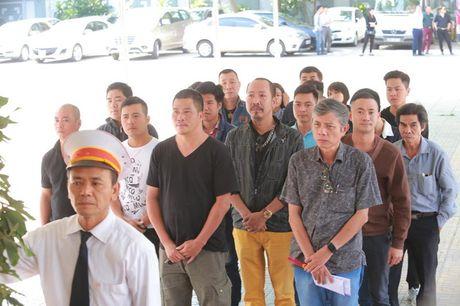 Roi nuoc mat voi hinh anh trong dam tang Pham Bang - Anh 5