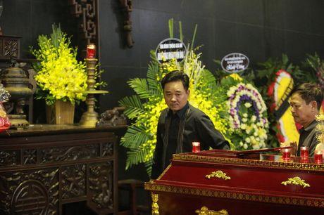 Roi nuoc mat voi hinh anh trong dam tang Pham Bang - Anh 8