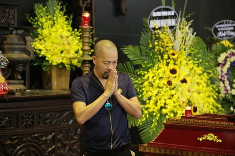 Roi nuoc mat voi hinh anh trong dam tang Pham Bang - Anh 9