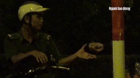 "Ke ""xin deu"" o ham Thu Thiem tung phoi hop CSGT phan luong - Anh 2"