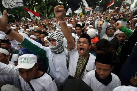 Dinh tong thong Indonesia bi bao vay - Anh 3