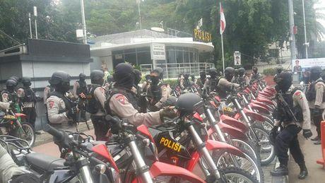Dinh tong thong Indonesia bi bao vay - Anh 4