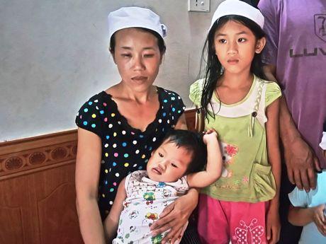 Quang Binh: Xot xa gia canh em nho bi nuoc lu cuon troi - Anh 1