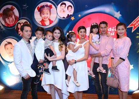 Huy Khanh bo show, lan dau mang vo con len song truyen hinh - Anh 2