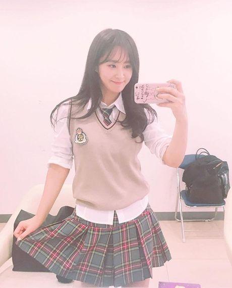 Sao Han 4/11: Krystal 'dien sau' mat meo xech, Kim Yoo Jung khoe ve nu tinh - Anh 3