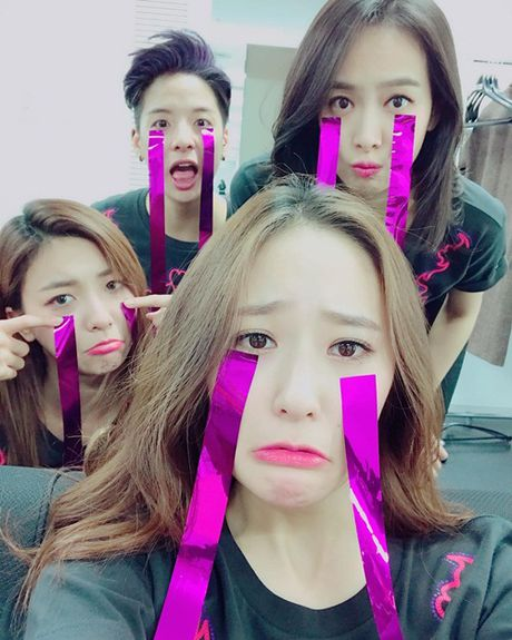 Sao Han 4/11: Krystal 'dien sau' mat meo xech, Kim Yoo Jung khoe ve nu tinh - Anh 4