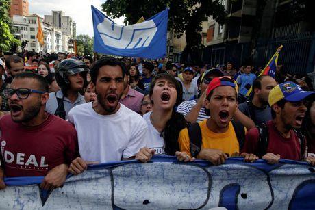 Phe doi lap Venezuela gui 'toi hau thu' cho Tong thong - Anh 1