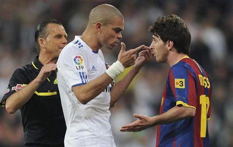 Khi Messi noi nong: Chui boi, nam co va dam nguoi - Anh 1