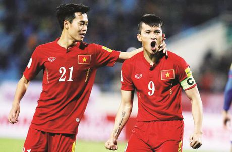 1 thang truoc them AFF Cup 2016: Van canh... 'nguoi chan, ke them' - Anh 1