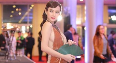 Angela Phuong Trinh bat ngo lot vao 'tam ngam' cua bao nuoc ngoai tai LHP quoc te Ha Noi - Anh 1