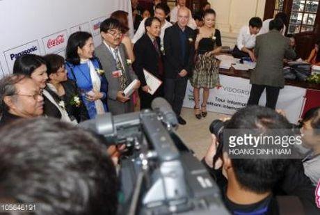 Angela Phuong Trinh bat ngo lot vao 'tam ngam' cua bao nuoc ngoai tai LHP quoc te Ha Noi - Anh 4