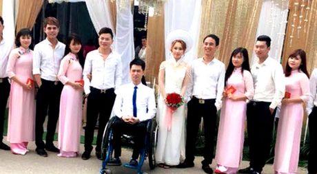 Co gai xinh 9X quyet cuoi chang trai ngoi xe lan o Thai Nguyen gay cam dong - Anh 1
