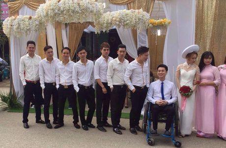 Co gai xinh 9X quyet cuoi chang trai ngoi xe lan o Thai Nguyen gay cam dong - Anh 2