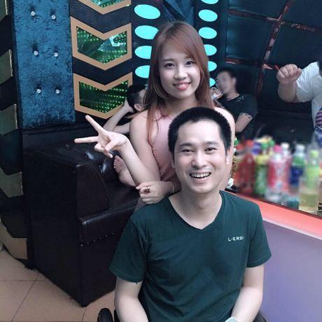 Co gai xinh 9X quyet cuoi chang trai ngoi xe lan o Thai Nguyen gay cam dong - Anh 9