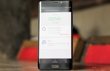 Tren tay Xiaomi Mi Note 2 ban Jet Black vua 'cap ben' - Anh 14