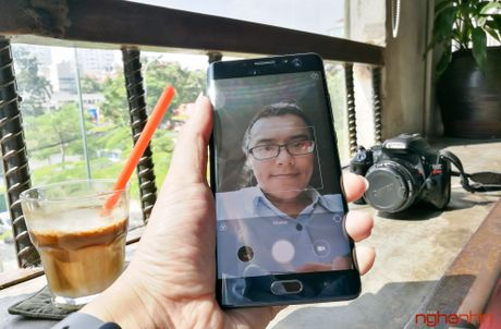 Tren tay Xiaomi Mi Note 2 ban Jet Black vua 'cap ben' - Anh 17