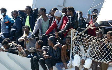 Italy giai cuu 766 nguoi di cu ngoai khoi bien Libya, 239 nguoi dang mat tich - Anh 1