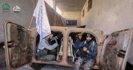 Chien su Aleppo: 'Ho Syria' va Dieu hau sa mac xung tran, hon 50 phien quan nop mang - Anh 1