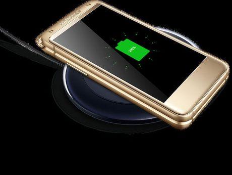 Samsung ra mat dien thoai nap gap 2 man gia dat gap 3 lan iPhone 7 - Anh 2