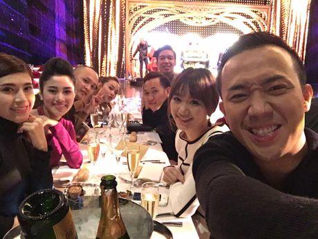 Tran Thanh om chat Hari o chau Au - Anh 6
