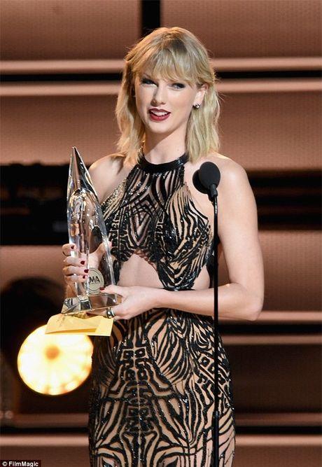 Taylor Swift mac 'ho henh' khi len nhan giai thuong nghe si cua nam - Anh 3
