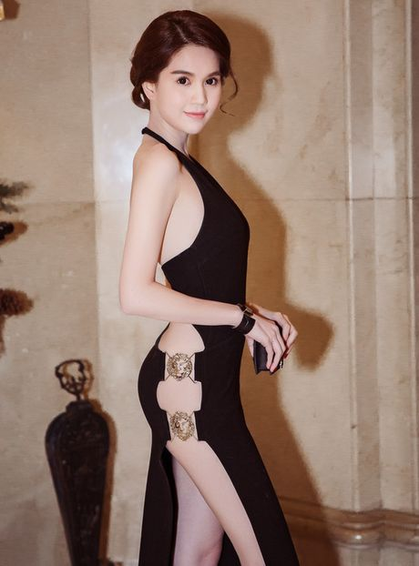 Ngoc Trinh gay bao vi status 'La dan ong thi nen kiem loi xin loi' - Anh 4