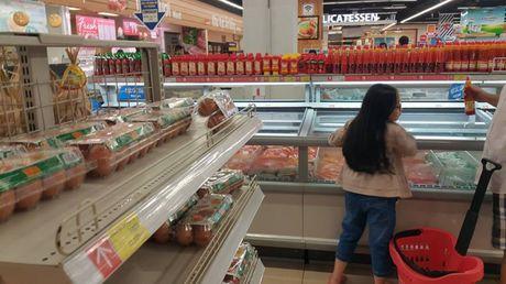 Lotte Mart ban nhieu thuc pham het han su dung - Anh 3