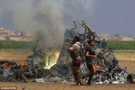Truc thang cuu tro cua Nga bi ban roi o Syria - Anh 1