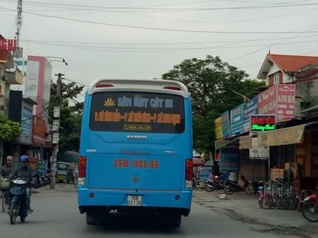 Hai Phong: Xe buyt tra hinh hoat dong ram ro trong san bay Cat Bi - Anh 1