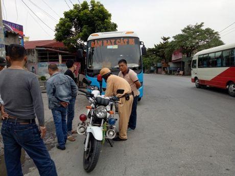 Hai Phong: Xe buyt tra hinh hoat dong ram ro trong san bay Cat Bi - Anh 2